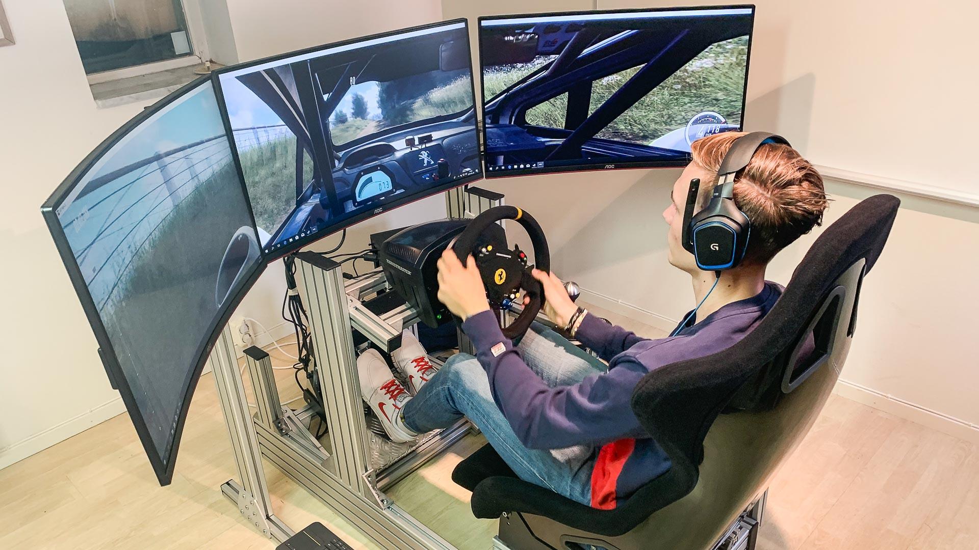 lukas hägg tränar med rallysimulator hos trelleborgs motorklubb