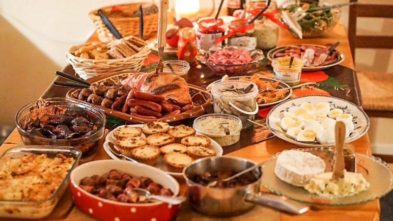 bild på ett julbord foto från visita